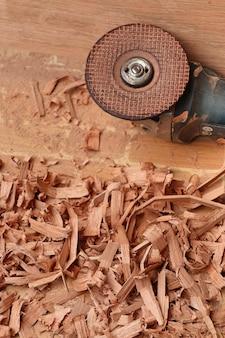 Sciure de bois et outils
