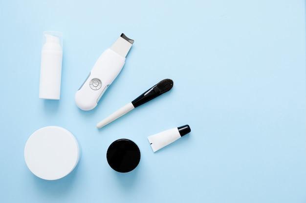 Scraber à ultrasons. procédure de nettoyage par ultrasons du visage