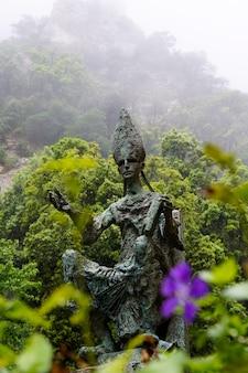 Sculpture de l'abbé oliba à montserrat