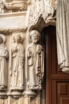Sculpture de l'apôtre jacques.