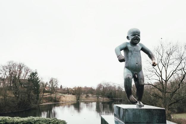 Sculpture de bébé au parc vigeland