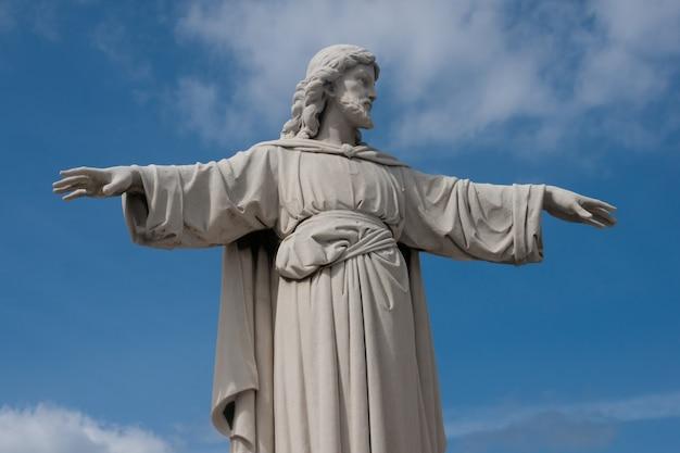 Sculpture du christ à la havane, cuba