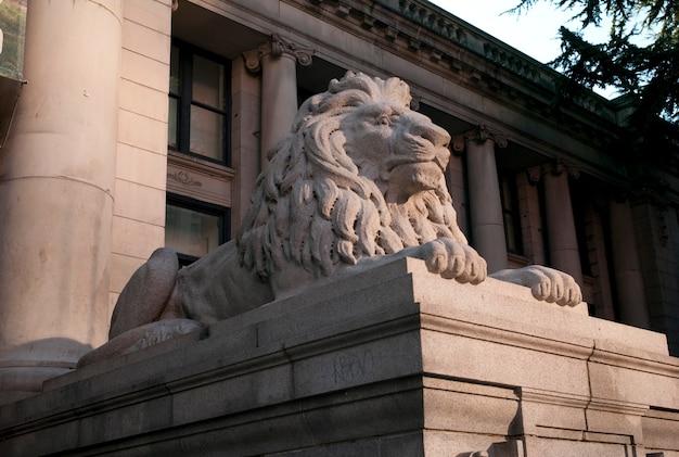 Sculpture de lion à la vancouver art gallery à vancouver, colombie-britannique, canada