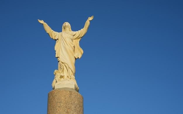 Sculpture en marbre de la vierge