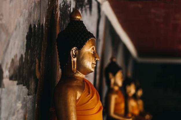 Sculpture et peinture en or thaï