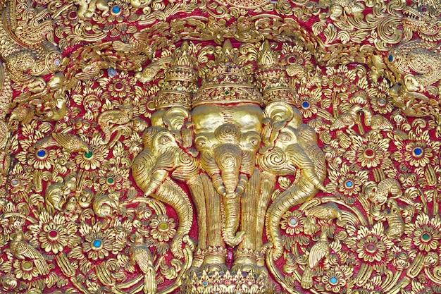 Sculptures de bas-relief, beaux arts dans les temples de la thaïlande.