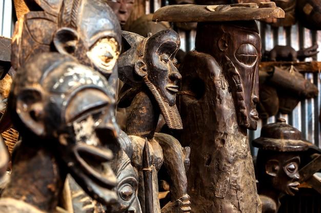 Sculptures, peintures kenya, masques africains, masques de cérémonies, souvenirs, fait main, masques en bois, tableau massan