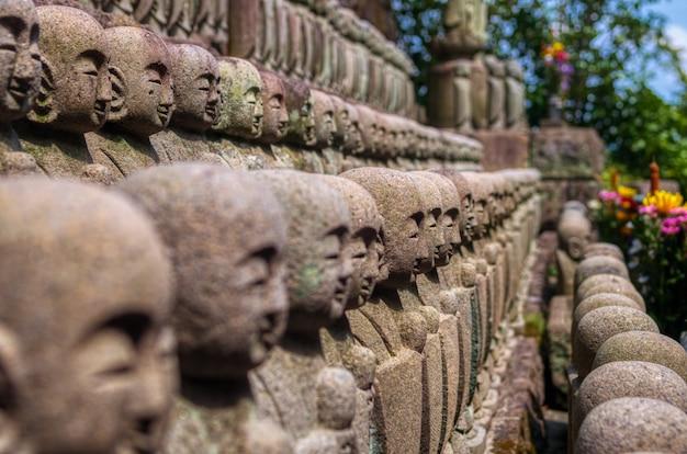 Sculptures en pierre dans un temple