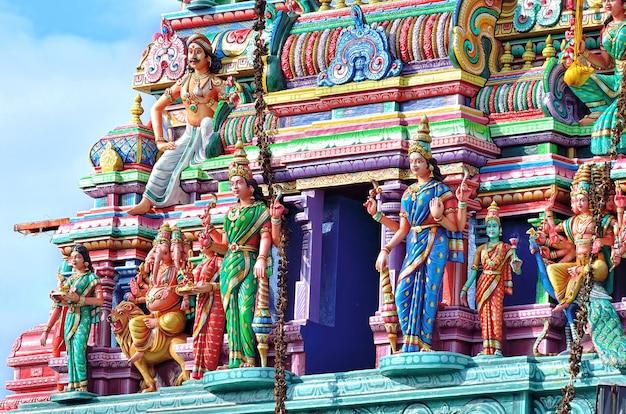 Sculptures sur temple hindou