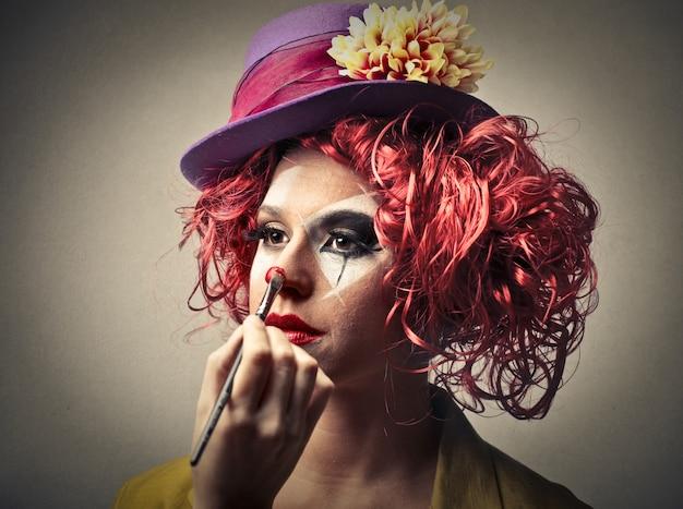 Se maquiller sur un clown