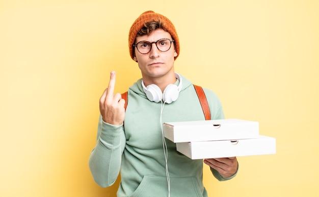 Se sentir en colère, agacé, rebelle et agressif, retourner le majeur, riposter. notion de pizza