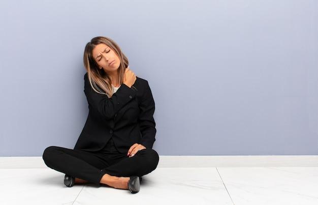 Se sentir fatigué, stressé, anxieux, frustré et déprimé, souffrir de douleurs au dos ou au cou