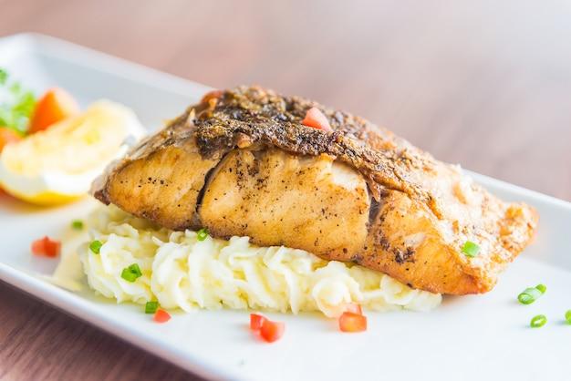 Sea bass grill bifteck