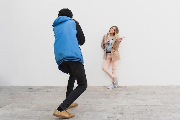 Séance photo avec le modèle et le garçon