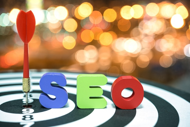 Search engine optimization cible le concept de marketing sur bokeh b