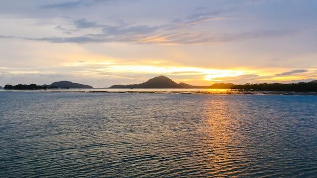 Seascape fond île ciel océan