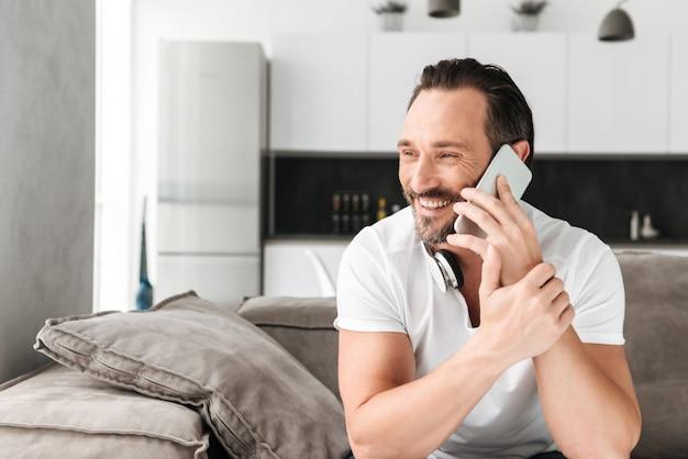 Séduisant, mûrir, conversation téléphone mobile