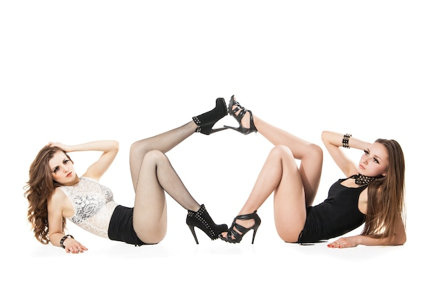 Séduisante go-go dancers woman posing isolated against white background
