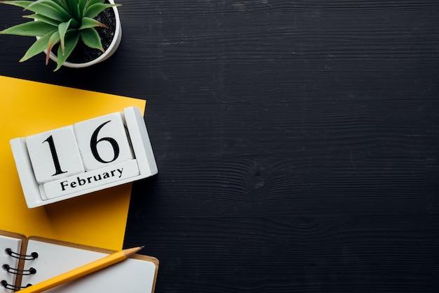 Seizième jour du calendrier du mois d'hiver février avec espace de copie.