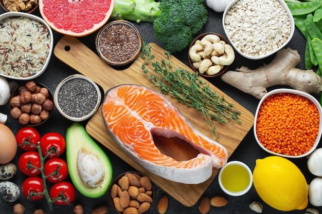 Une sélection d'aliments sains et équilibrés.