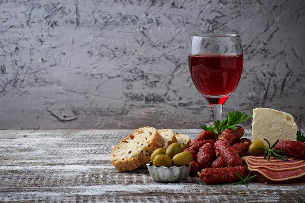 Sélection d'apéritif italien. jeu de snack de vin.