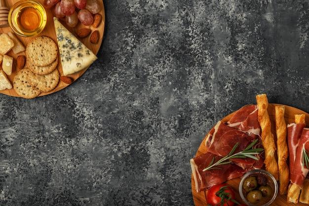 Sélection d'apéritifs fromages et viandes