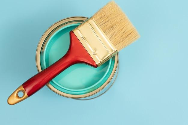 Sélection de couleurs de peinture intérieure qui sont vert taupe aussi connu sous le nom de vert sauge