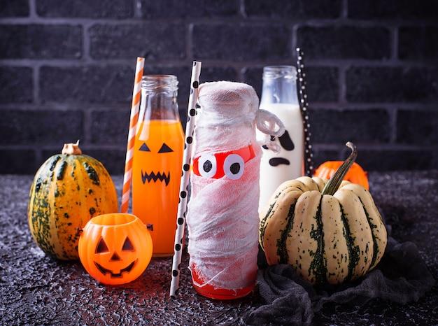 Sélection de différentes boissons d'halloween pour la fête