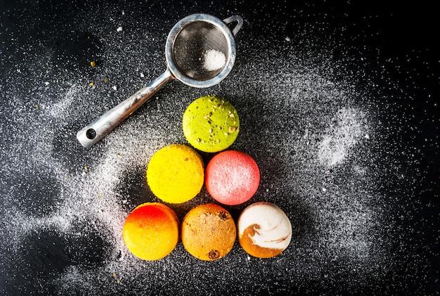 Sélection de gâteaux colorés macarons