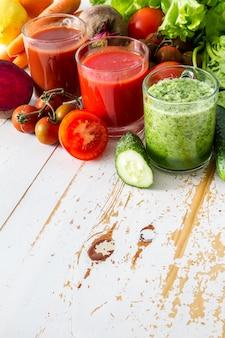 Sélection de légumes et de jus