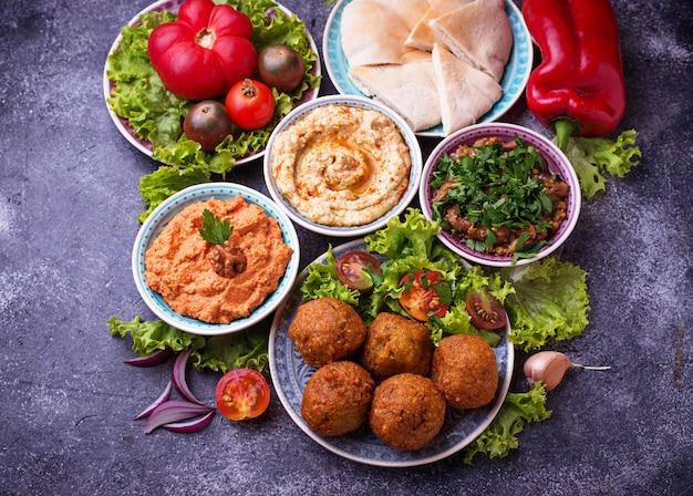 Sélection de plats du moyen-orient ou arabes.