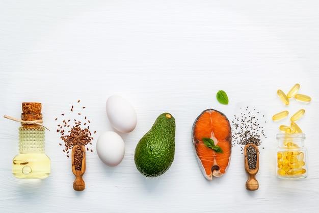 Sélection de sources alimentaires d'oméga 3 et de graisses insaturées pour des aliments sains.