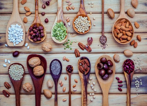 Sélection des sources alimentaires d'oméga 3 et de graisses insaturées. superfood riche en vitamine e et en fibres alimentaires.