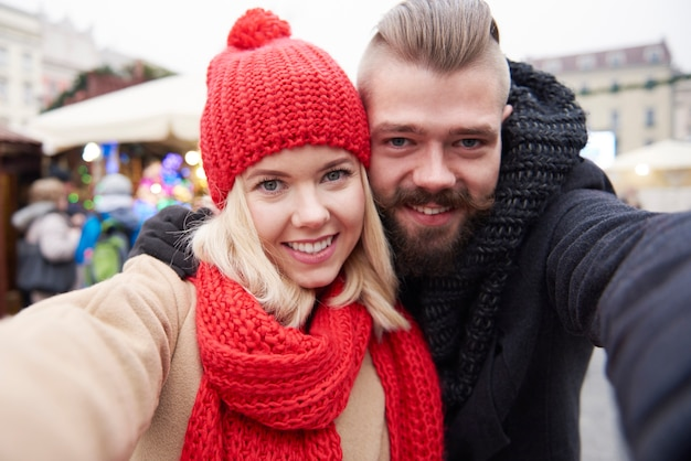 Selfie du jeune couple amoureux