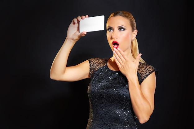 Selfie femme blonde de mode blonde