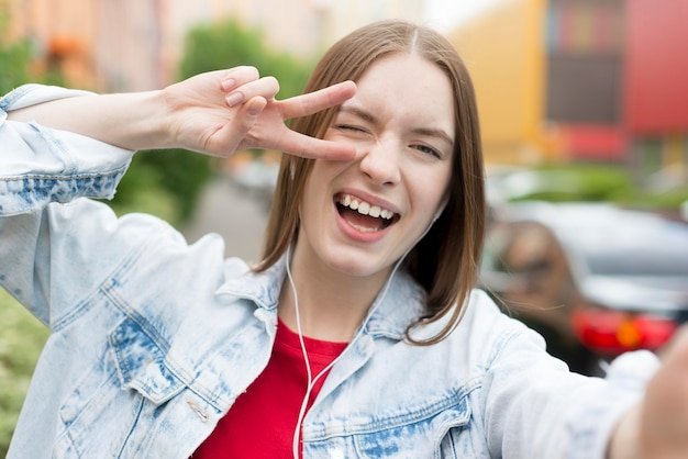 Selfie d'une femme heureuse