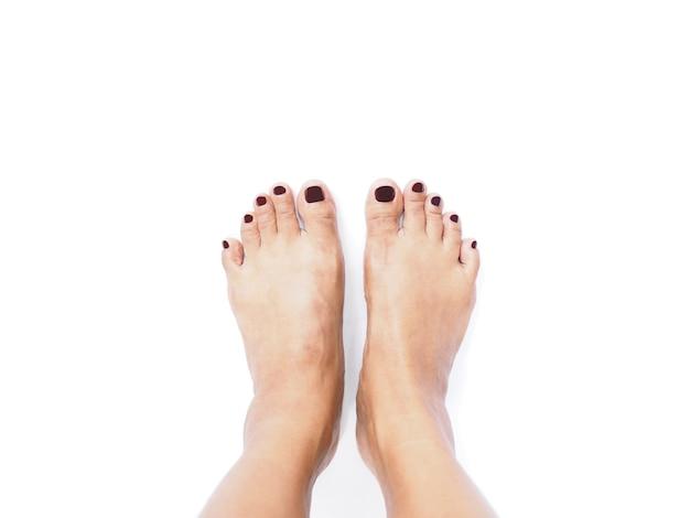 Selfie femme pieds sur fond blanc