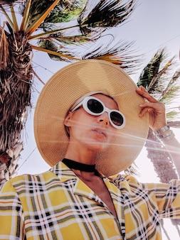 Selfie de fille de style campagnard. tenue d'été