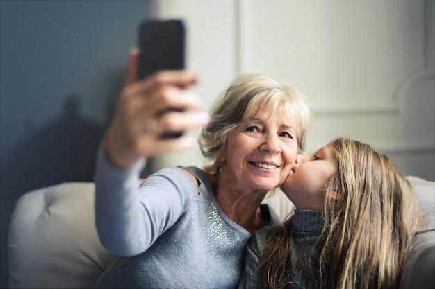 Selfie avec grand-mère