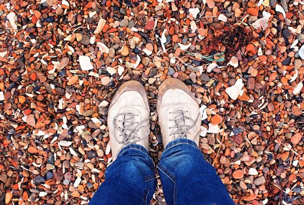 Selfie jambes fille au bord de la mer