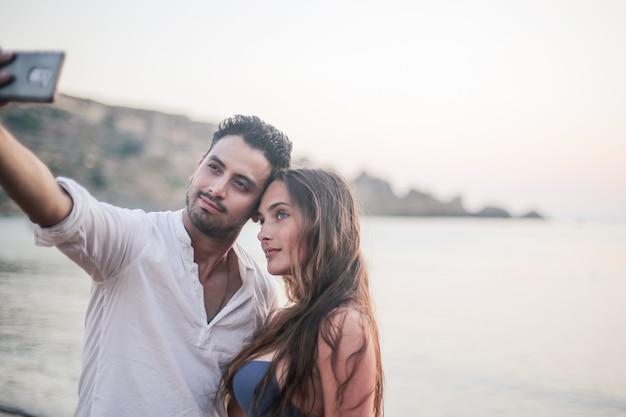 Selfie d'un jeune couple