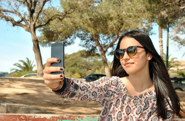 Selfies devenir amis avec votre téléphone dans un endroit calme