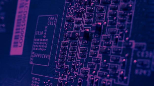 Semi-conducteur. puce cpu située sur la carte mère verte de l'ordinateur. circuit imprimé de carte mère semi-conducteur. carte d'ordinateur de haute technologie avec technologie de fabrication de circuits imprimés à puce. puce iot de téléphone intelligent.