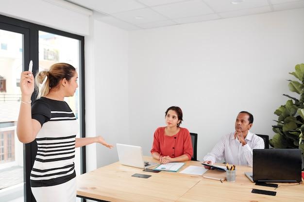 Séminaire d'entreprise au bureau