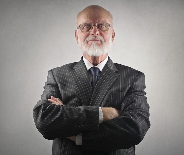 Senior homme d'affaires décent