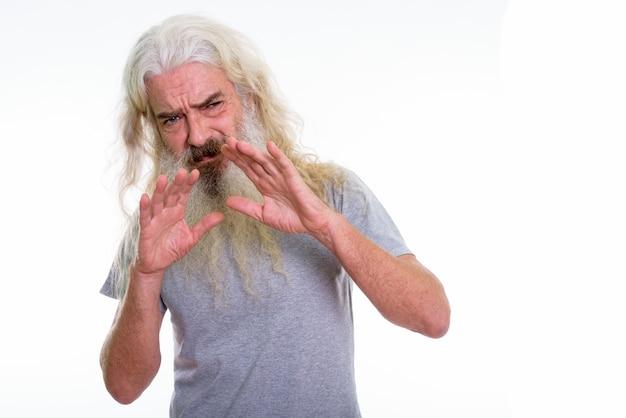 Senior homme barbu à la peur