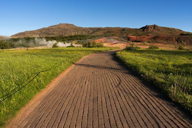 Sentier de randonnée dans la vallée des geysers