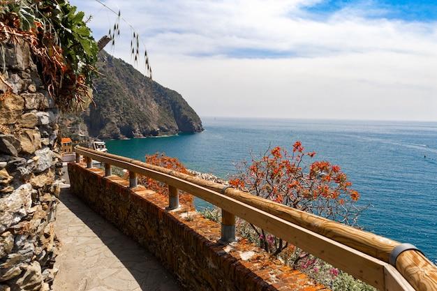 Sentier de randonnée romantique aux cinque terre en italie