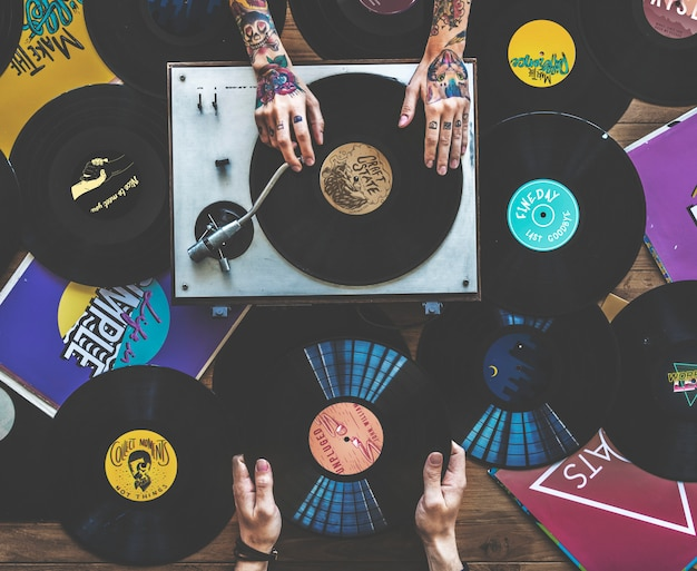 Sentiment rétro avec des disques de vinyle