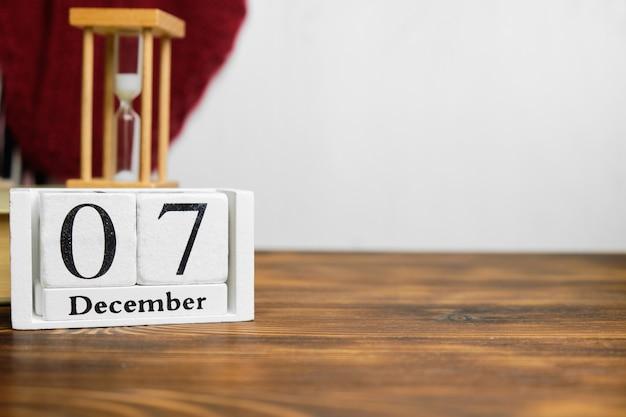 Septième jour du calendrier du mois d'hiver décembre avec espace de copie.